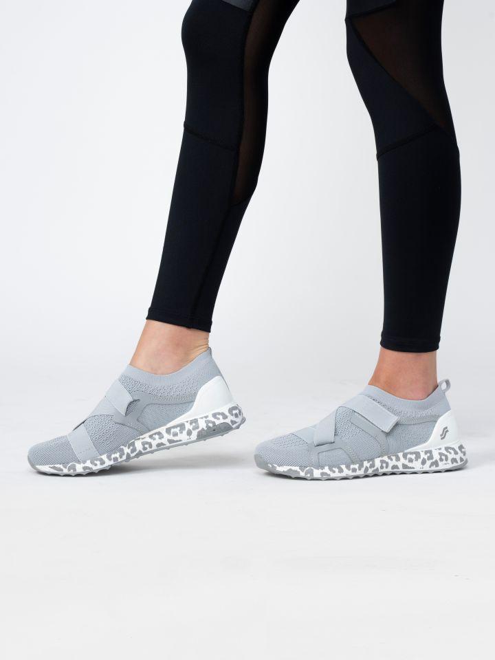 נעלי ספורט בשילוב סקוץ`