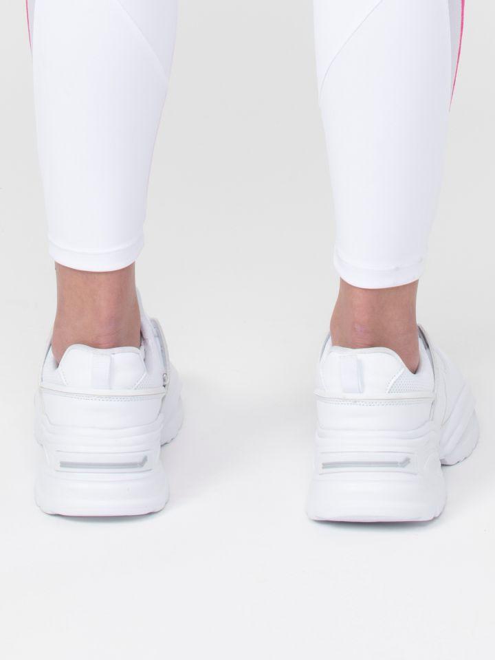 נעלי ספורט עם סוליה עבה
