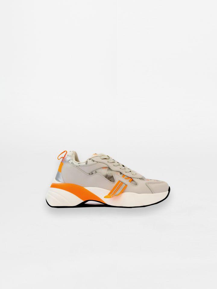 נעלי ספורט בשילוב צבע ניאון