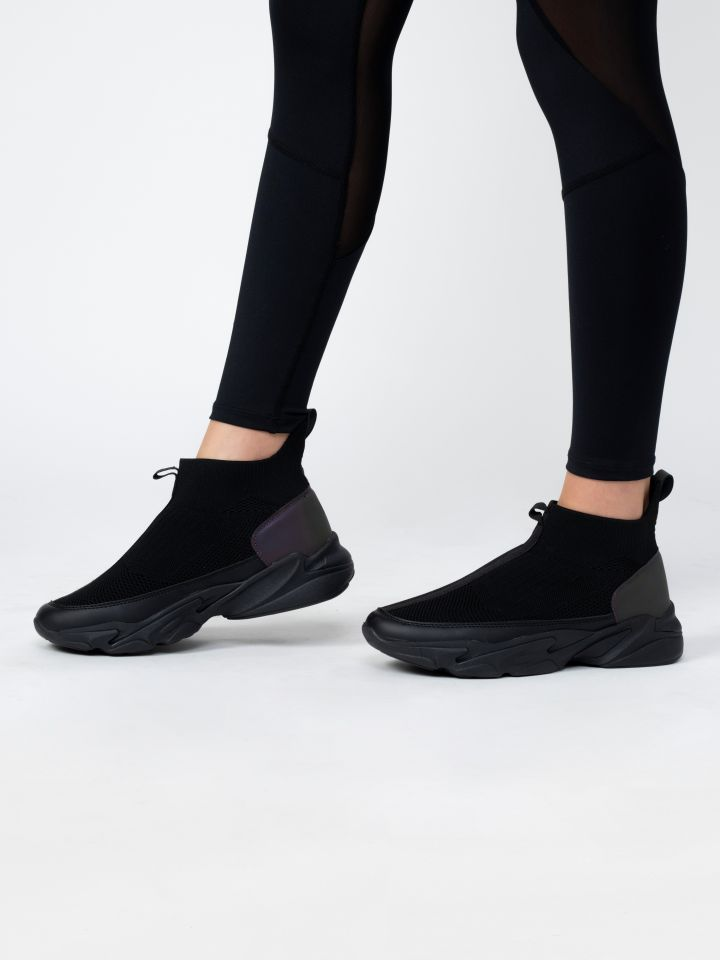 נעלי ספורט במראה סרוג עם סוליה מוגבהת