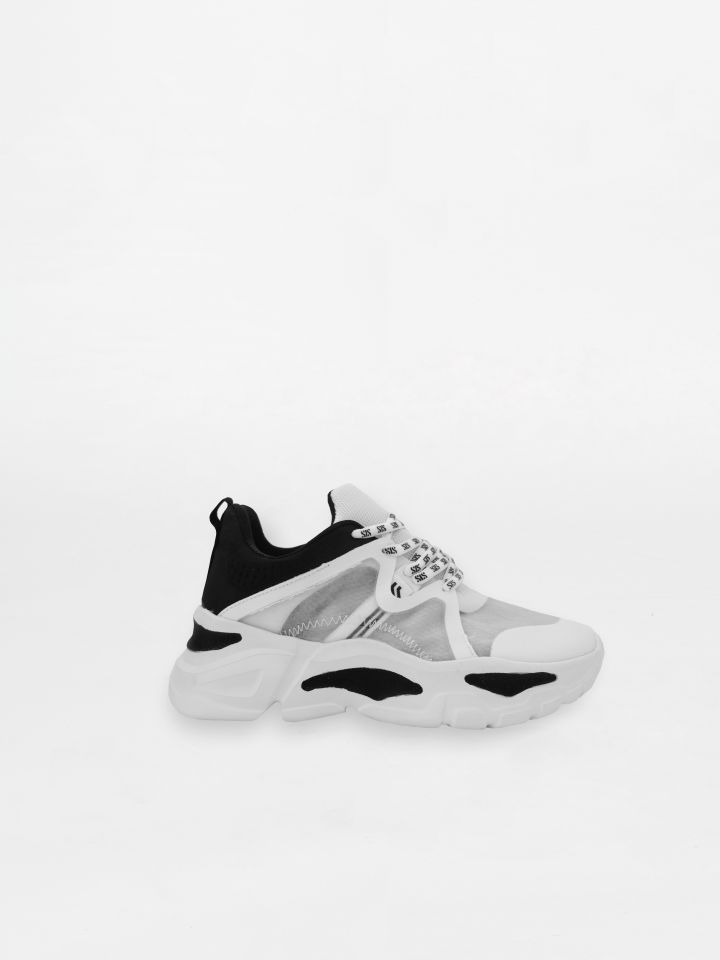 נעלי ספורט עם סוליה עבה א-סימטרית