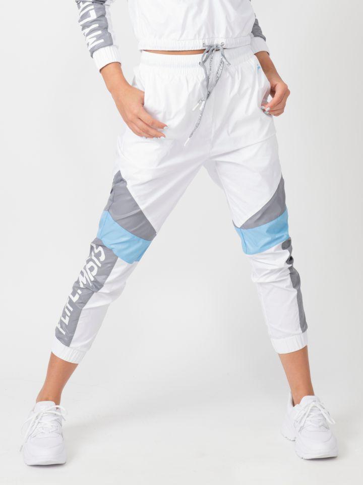 מכנסי ניילון עם חתכים והדפס